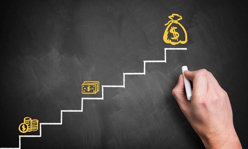 不景気でも給与アップを実現させる4つのヒント